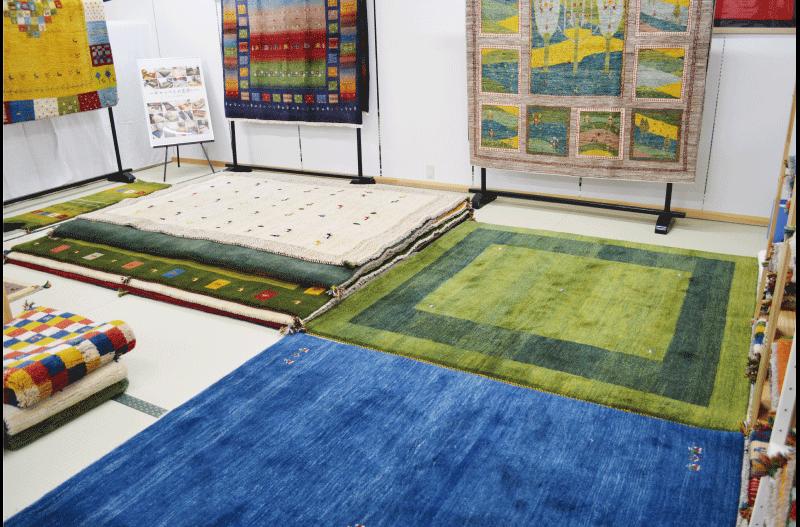 イランの手作りじゅうたんギャッベ展示会様子