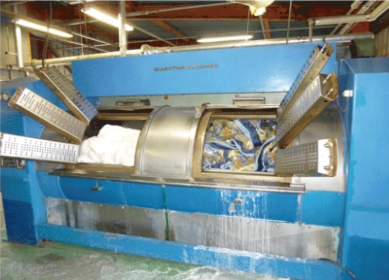丸洗い専用機械で丸洗い
